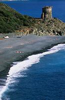 Europe/France/Corse/2B/Haute-Corse/Cap Corse/Env. de Nonza: La plage et la tour génoise de la marine d'Albu