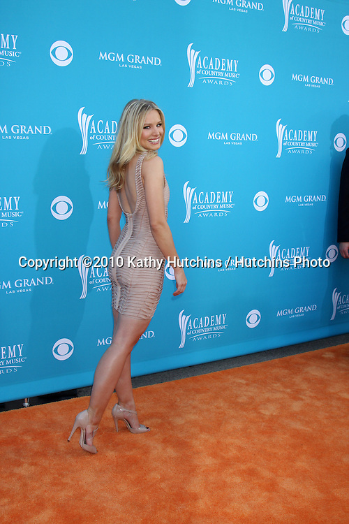 Kristen Bell.at the Academy Of Country Music Awards 2010.MGM Grand Arena.Las Vegas, NV.April 18, 2010.©2010 Kathy Hutchins / Hutchins Photo....