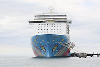 Norwegian Breakaway am Hafen von Fort-de-France auf Martinique