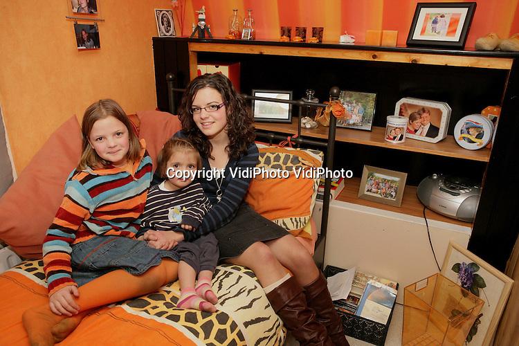 Foto: VidiPhoto..RHENEN - Gerdine van Hettem uit Rhenen op haar slaapkamer.