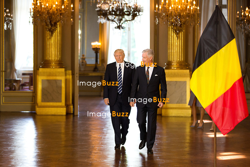 Le pr&eacute;sident am&eacute;ricain Donald Trump et sa femme Melania Trump sont re&ccedil;us en audience par le roi Philippe de Belgique et la reine Mathilde de Belgique au Palais Royal, &agrave; l'occasion de sa premi&egrave;re visite aupr&egrave;s de l&rsquo;Otan et l&rsquo;UE.<br /> Belgique, Bruxelles, 24 mai 2017.<br /> Queen Mathilde of Belgium, US President Donald Trump, King Philippe of Belgium and First Lady of the US Melania Trump pose prior a reception at the Royal Palace in Brussels, Wednesday 24 May 2017. President of The United States of America Trump is on a two day visit to Belgium, to attend a NATO (North Atlantic Treaty Organization) summit.<br /> Belgium, Brussels, 24 May 2017<br /> Pic : Donald Trump &amp; King Philippe Of Belgium