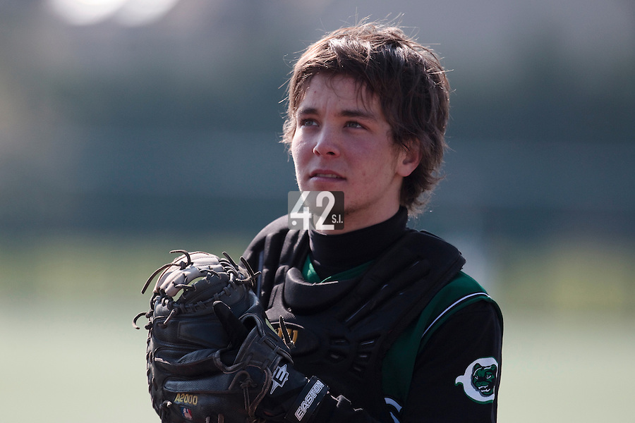11 April 2010: Tom Mayeux of Montigny warms up prior to game 1/week 1 of the French Elite season won 5-1 by Rouen over Montigny, at the Cougars Stadium in Montigny le Bretonneux, France.