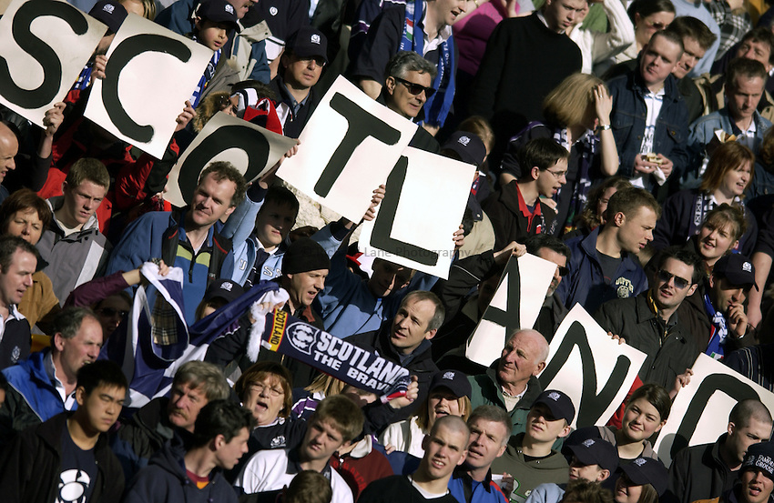 .Photo. Jed Wee.Scotland v Italy, RBS Six Nations Championship, Murrayfield, Scotland. 29/03/2003..Scottish fans pledge their support.
