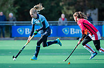 Laren - Josien Galama (Lar) met Maud Renders (OR) tijdens de Livera hoofdklasse  hockeywedstrijd dames, Laren-Oranje Rood (1-3).  COPYRIGHT KOEN SUYK