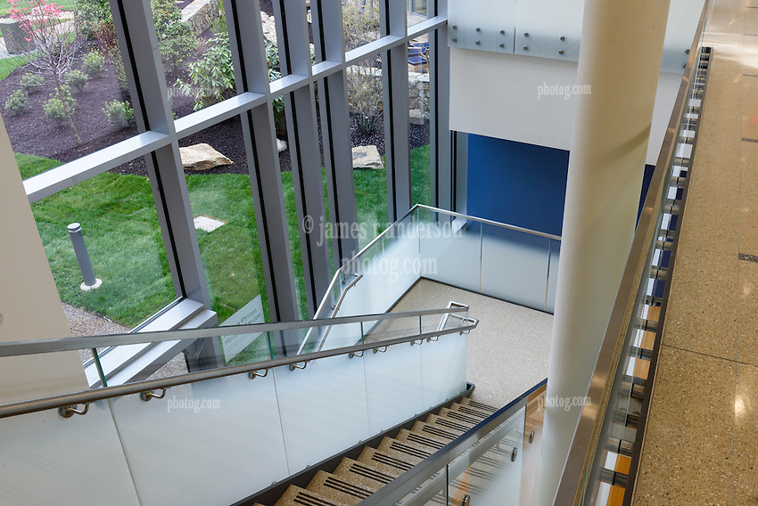 Yale-New Haven Health Park Avenue Medical Center. Architect: Shepley Bulfinch. Contractor: Gilbane Building Company, Glastonbury, CT. James R Anderson Photography, New Haven CT photog.com. Date of Photograph 4 May 2016  Submission 25  © James R Anderson. Staircase to Garden Level, First Floor.