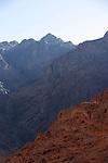 Montée par le Wadi Ferrah pour rejoindre le pied du Mont Moïse