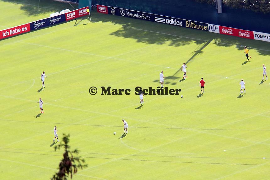 Nationalmannschaft wärmt sich auf - Testspiel der Deutschen Nationalmannschaft gegen die U20 im Rahmen der WM-Vorbereitung in St. Martin