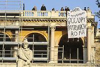 Roma, 25 Novembre 2011.Nella giornata mondiale contro la violenza sulle donne, un gruppo di donne improvvisano un corteo da Piazza di Spagna a a Piazza del Popolo e calano dalla terrazza del Pincio uno striscione dove si legge: L'austerity è violenza sul corpo delle donne 25 novembre occupy patriarchy roma