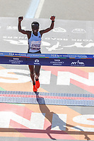 Nova York (EUA), 03/11/2019 - Maratona de Nova York -  Joyciline Jepkosgei, do Quênia, reage ao cruzar a linha de chegada para vencer a Divisão Feminina da Maratona TCS de Nova York 2019 em 3 de novembro de 2019 na cidade de Nova York. (Foto: William Volcov/Brazil Photo Press)