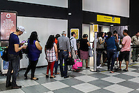 São Paulo, SP, 19.12.2014 - AEROPORTO DE CONGONHAS MOVIMENTAÇÃO - Movimentação de passageiros no Aeroporto de Congonhas, zona sul da capital paulista na manhã desta sexta-feira, (19). Segundo a INFRAERO está previsto cerca de 700 mil pessoas saiam para o feriado nos principais Aeroportos do Brasil. (Foto: Renato Mendes/ Brazil Photo Press)