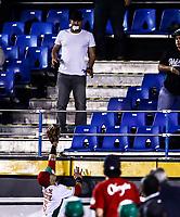 Sebastian Elizalde de Mexico intenta robar un homerun de Rafael Ortega de Venezuela. <br /> <br /> Acciones, durante el partido de beisbol de la Serie del Caribe con el encuentro entre Tomateros de Culiacan de Mexico contra los Caribes de Anzo&aacute;tegui de Venezuela en estadio Panamericano en Guadalajara, M&eacute;xico,  s&aacute;bado 4 feb 2018. <br /> (Foto  / Luis Gutierrez)
