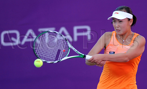 DOHA, Feb. 19, 2011 China's Peng Shuai returns the ball during the qualifying first round match of women's singles against Nuria Llagostera Vives of Spain at the Qatar Ladies Open tennis tournament in Doha, Qatar, Feb. 19, 2011. Peng won 2-1(6-1, 2-6, 6-1).