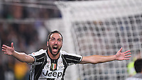 Calcio, Serie A: Juventus vs Fiorentina. Torino, Juventus Stadium, 20 agosto 2016.<br /> Juventus&rsquo; Gonzalo Higuain celebrates after scoring the winning goal during the Italian Serie A football match between Juventus and Fiorentina at Turin's Juventus Stadium, 20 August 2016. Juventus won 2-1.<br /> UPDATE IMAGES PRESS/Isabella Bonotto
