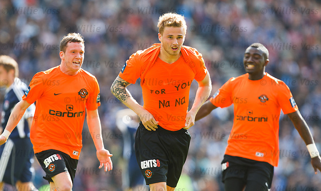 David Goodwillie celebrates his goal and shows a slogan on his shirt