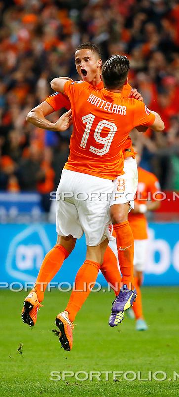 Nederland, Amsterdam, 10 oktober 2014<br /> Seizoen 2014-2015<br /> EK Kwalificatiewedstrijd <br /> Nederland-Kazachstan <br /> Klaas-Jan Huntelaar (r.) viert zijn doelpunt, de 1-1, met Ibrahim Afellay (l.) van het Nederlands Elftal.