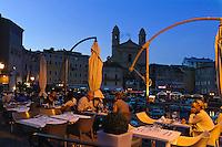 Kirche-Saint-Jean Baptiste und Restaurant am Jachthafen in Bastia, Korsika, Frankreich