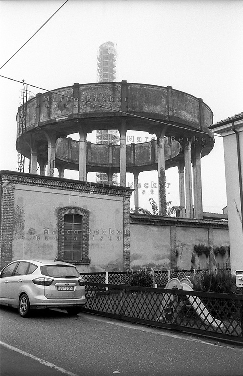 Crespi d'Adda (Bergamo), villaggio operaio di fine '800 nel settore tessile cotoniero. Il serbatoio della soda caustica --- Crespi d'Adda (Bergamo), workers model village of the late 19th century in the cotton textile production field. The tank for caustic soda