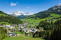 Oesterreich, Salzburger Land, Pongau, Filzmoos vor dem Dachsteingebirge, Grosse und Kleine Bischofsmuetze | Austria, Salzburger Land, Pongau, Filzmoos and Dachstein Mountain Range with Bischofsmuetze mountains