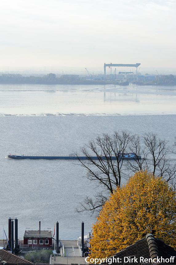 Blick von Blankenese über Elbe auf Sietas-Werft, Hamburg, Deutschland