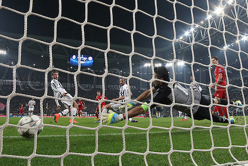 23.02.2016. Turin, Italy. UEFA Champions League football. Juventus versus Bayern Munich.  Gianluigi Buffon ( Juventus FC ) see the shot go past from Thomas Mueller (FC Bayern Munich)