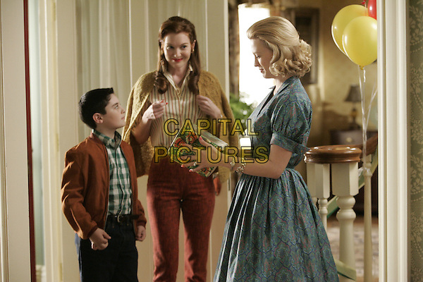 DARBY STANCHFIELD, JANUARY JONES, MARTEN HOLDEN<br /> in Mad Men (Season 1)<br /> *Filmstill - Editorial Use Only*<br /> CAP/FB<br /> Image supplied by Capital Pictures