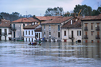 - the Pavia city flooded by the Ticino river....- la città di Pavia allagata dalla piena del fiume Ticino