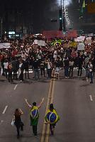 SÃO PAULO,SP, 18 Junho 2013 - Manifestacao em pela reducao do valor das passagem que acontece nesta terca feira 18 na Praca da Se regiao central de Sao Paulo.  na foto Manifestantes na avenida paulista FOTO ALAN MORICI - BRAZIL FOTO PRESS
