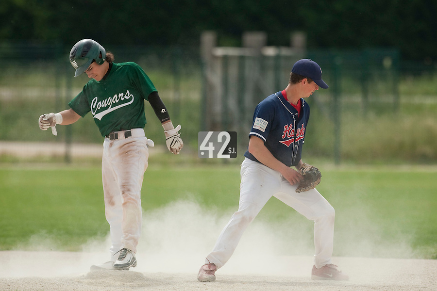 22 May 2009: Maxime Lefevre of Montigny slides safely as Anthony Piquet of La Guerche stands during the 2009 challenge de France, a tournament with the best French baseball teams - all eight elite league clubs - to determine a spot in the European Cup next year, at Montpellier, France.