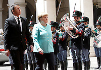 Il presidente del Consiglio Matteo Renzi, a sinistra accoglie il cancelliere tedesco Angela Merkel a Palazzo Chigi, Roma, 5 maggio 2016.<br /> Italian Premier Matteo Renzi, left, and German Chancellor Angela Merkel review the honor guard at Chigi Palace, Rome, 5 May 2016.<br /> UPDATE IMAGES PRESS/Isabella Bonotto