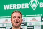 13.04.2018, Weserstadion, Bremen, GER, 1.FBL, Pressekonferenz Werder Bremen, <br /> <br /> im Bild<br /> Florian Kohfeldt (Trainer SV Werder Bremen) lacht, <br /> <br /> Foto &copy; nordphoto / Ewert