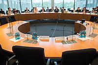 Am 2. Juni 2016 fand die 20. Sitzung des 2. NSU-Untersuchungsausschusses des Deutschen Bundestag statt. Als Zeuge der nichtöffentlichen Sitzung war Hans-Georg Maassen, Praesident des Bundesamt fuer Verfassungsschutz geladen.<br /> Im oeffentlichen Teil der Sitzung waren Kriminalhauptkommissar Ben Schönrock, Kriminalhauptmeister Dirk Münster, Kriminaloberkommissar Paul Lehmann und Kriminalhauptkommissar Rainer Grimm geladen, die jedoch nicht fotografiert werden durften.<br /> 2.6.2016, Berlin<br /> Copyright: Christian-Ditsch.de<br /> [Inhaltsveraendernde Manipulation des Fotos nur nach ausdruecklicher Genehmigung des Fotografen. Vereinbarungen ueber Abtretung von Persoenlichkeitsrechten/Model Release der abgebildeten Person/Personen liegen nicht vor. NO MODEL RELEASE! Nur fuer Redaktionelle Zwecke. Don't publish without copyright Christian-Ditsch.de, Veroeffentlichung nur mit Fotografennennung, sowie gegen Honorar, MwSt. und Beleg. Konto: I N G - D i B a, IBAN DE58500105175400192269, BIC INGDDEFFXXX, Kontakt: post@christian-ditsch.de<br /> Bei der Bearbeitung der Dateiinformationen darf die Urheberkennzeichnung in den EXIF- und  IPTC-Daten nicht entfernt werden, diese sind in digitalen Medien nach §95c UrhG rechtlich geschuetzt. Der Urhebervermerk wird gemaess §13 UrhG verlangt.]