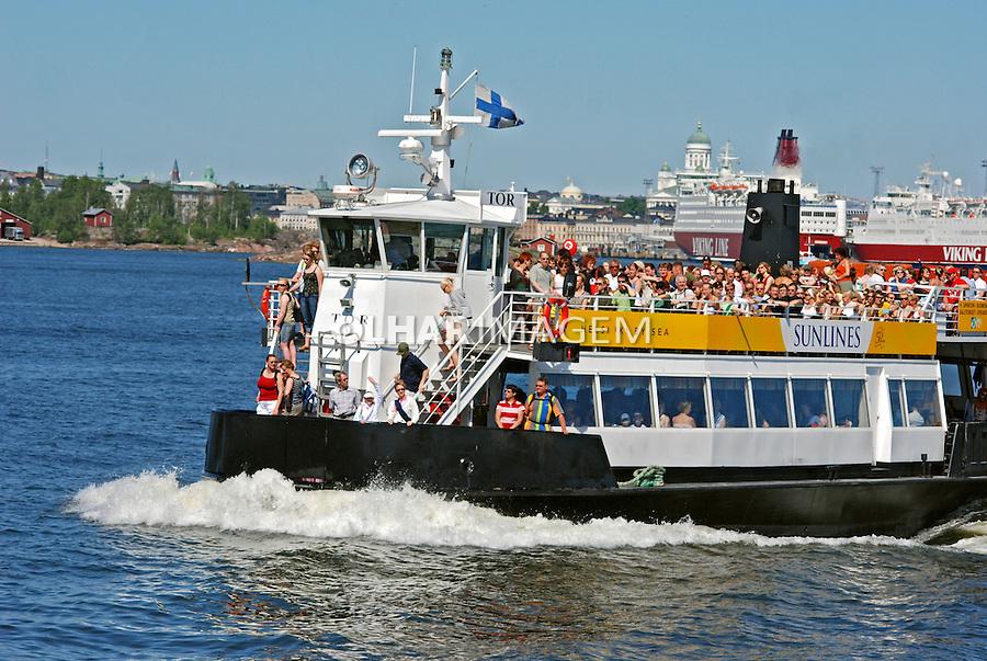 Transporte de barco em Helsinki. Finlândia. 2007. Foto de Vinicius Romanini.