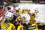 Stockholm 2013-12-03 Bandy Elitserien Hammarby IF - Ljusdals BK :  <br /> Ljusdal tr&auml;nare Jesper S&ouml;derb&auml;ck och Ljusdal spelare under en timeout<br /> (Foto: Kenta J&ouml;nsson) Nyckelord: