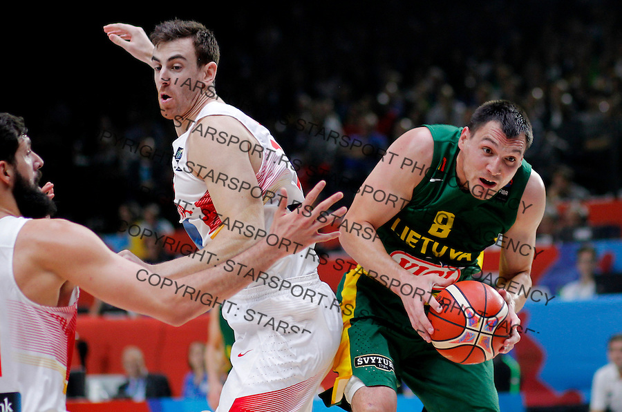 Spain's Pau Ribas (L) vies with Lithuania's Jonas Maciulis (R) during European championship basketball final match between Spain and Lithuania on September 20, 2015 in Lille, France  (credit image & photo: Pedja Milosavljevic / STARSPORT)