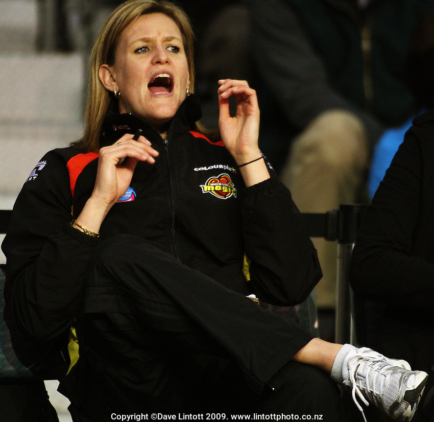 Magic's Leana De Bruin yells encouragement from the bench during the ANZ Netball Championship match between the Waikato Bay of Plenty Magic and Adelaide Thunderbirds, Mystery Creek Events Centre, Hamilton, New Zealand on Sunday 19 July 2009. Photo: Dave Lintott / lintottphoto.co.nz