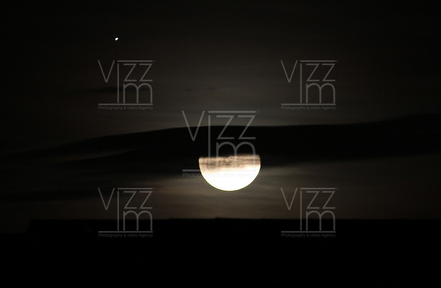 BOGOTA-COLOMBIA-01-11-2012.La Luna.The Moon  .Photo:VizzorImage/Felipe Caicedo. . BOGOTA-COLOMBIA-01-11-2012.La Luna.The Moon  .Photo:VizzorImage/Felipe Caicedo. .