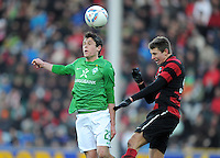 FUSSBALL   1. BUNDESLIGA   SAISON 2011/2012    20. SPIELTAG  05.02.2012 SC Freiburg - SV Werder Bremen Zlatko Junuzovic (li, SV Werder Bremen) gegen Immanuel Hoehn (SC Freiburg)