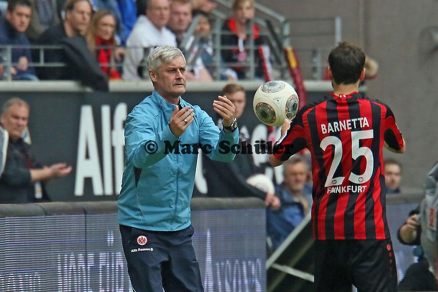 Trainer Armin Veh gibt Tranquillo Barnetta (Eintracht) Anweisungen - Eintracht Frankfurt vs. 1. FSV Mainz 05