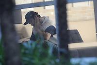 SAO PAULO SP, 06 MARCO 2013 - Champignon, baixista da banda de rock santista, Charlie Brown Jr, é visto no saguão do prédio de Chorão, vocalista e líder da banda, onde o músico foi encontrado morto nesta madrugada, 6, em Pinheiros, na zona oeste de São Paulo.(FOTO: ADRIANO LIMA / BRAZIL PHOTO PRESS).