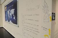 SAO PAULO, SP, 12.11.2013 - USP / REINTEGRAÇÃO -Parte de dentro da Reitoria destruida pelos ocupantes, onde a  Tropa de Choque da Polícia Militar cumpre na manhã desta terça-feira, 12, a ordem de reintegração de posse da reitoria da Universidade de São Paulo (USP), ocupada desde o início de outubro. Segundo a corporação, há poucos alunos no local e não houve confronto. A operação teve início às 5h30. (Foto: Adriano Lima / Brazil Photo Press)