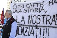 Roma, 6 Aprile 2012.Piazza dei Cinquecento.Manifestazione dei lavoratori e delle lavoratrici dell'azienda Autogrill davanti la stazione Termini contro il licenziamento di molti dipendenti