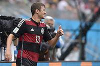 FUSSBALL WM 2014  VORRUNDE    GRUPPE G USA - Deutschland                  26.06.2014 Trotz Cut am Auge, Daumen hoch: Thomas Mueller (Deutschland)