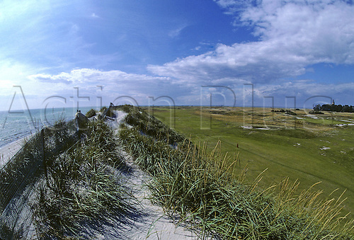 View of the 18th Green and hole beside the Baltic sea at Falsterbo Golf Club, Fyvagen, Sweden. Photo: Brian Morgan/actionplus.. .course courses general view views scene scenery spectacular clubs landscape venue Swedish 017 eighteenth
