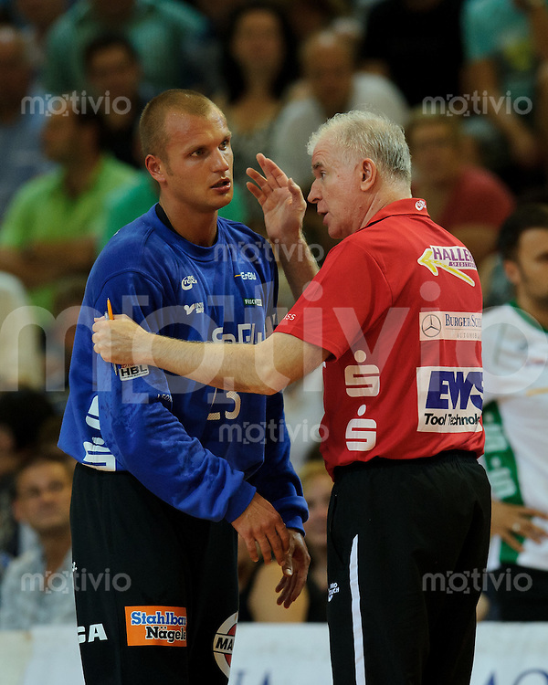 rechts Co-Trainer Nedeljko Vujinovic spricht mir links Bastian Rutschmann (beide FAG)