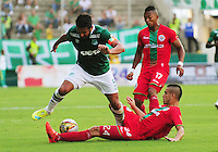 CALI -COLOMBIA, 02-07-2016. Andres Perez (Izq,) jugador del Deportivo Cali  disputa el balón con Kelvin Osorio (Der) del Cortuluá  durante encuentro  por la fecha 1 de la Liga Aguila II 2016 disputado en el estadio del Deportivo Cali en Palmaseca./ Andres Perez (L) player of Deportivo Cali fights for the ball with Kelvin Osorio (R) player of Cortulua during match for the date 1 of the Aguila League II 2016 played at Deportivo Cali  stadium in Palmaseca. Photo:VizzorImage / Nelson Rios  / Cont