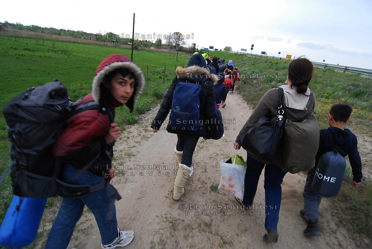 Subotica / Serbia  160416<br /> Refugees walking towards the border between Serbia and Hungary.<br /> Photo Livio Senigalliesi