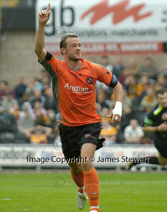 23/09/2006       Copyright Pic: James Stewart.File Name :sct_jspa09_dundee_utd_v_motherwell.NOEL HUNT CELEBRATES AFTER HE SCORES FOR DUNDEE UTD....Payments to :.James Stewart Photo Agency 19 Carronlea Drive, Falkirk. FK2 8DN      Vat Reg No. 607 6932 25.Office     : +44 (0)1324 570906     .Mobile   : +44 (0)7721 416997.Fax         : +44 (0)1324 570906.E-mail  :  jim@jspa.co.uk.If you require further information then contact Jim Stewart on any of the numbers above.........