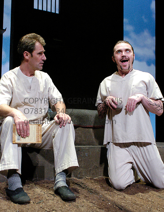 Coyote on a Fence with Ben Cross, Alex Ferns.OPens at the Duchess Theatre on 28/4/04  CREDIT Geraint Lewis