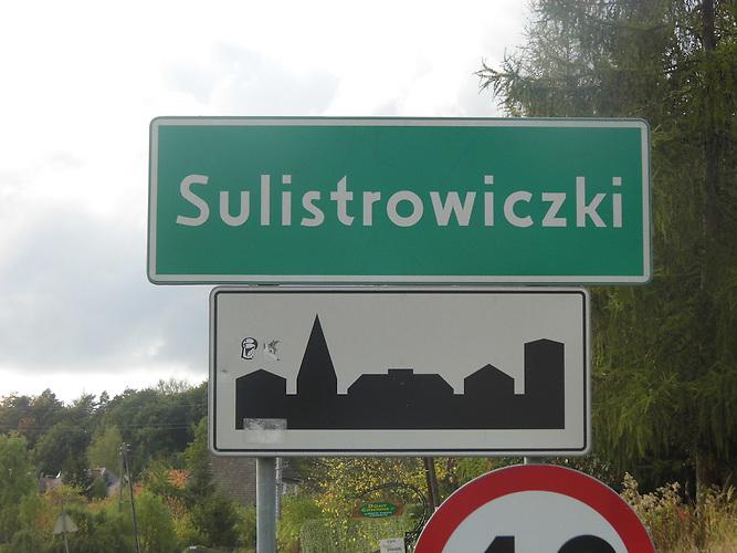Im polnischen 150-Seelen Dorf Sulistrowiczki sollen bald auch Geflüchtete wohnen. Die Bevöklerung ist, vorsichtig ausgedrückt, skeptisch. Pfarrer Staszak wartet ab, was die neue PiS-Regierung in der Flüchtlingsfrage beschließt.