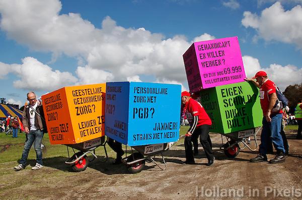 Protest tegen bezuinigingen in Den Haag.